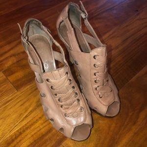 EUC Aldo nude lace up heels sz 38/8